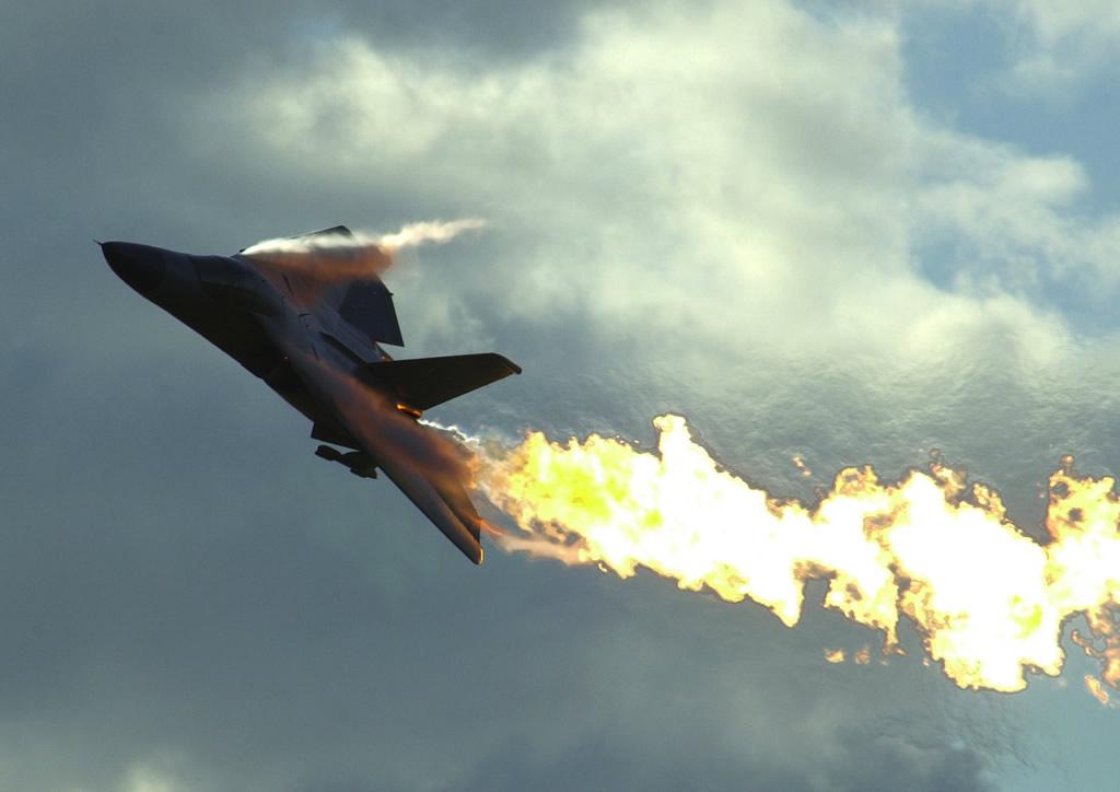 Defesa em arte: F 111 com fogo no r…